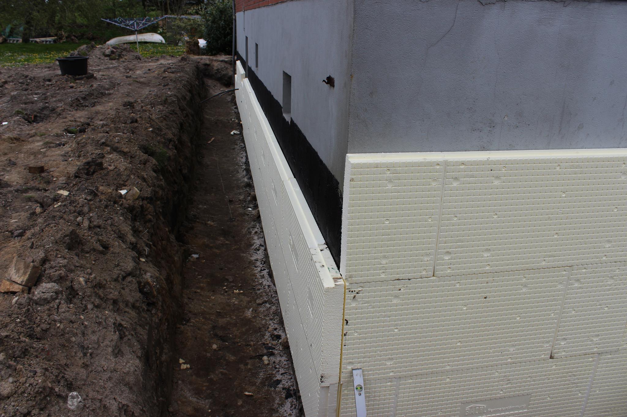 drainage arbeiten und kellerisolierung abgeschlossen ende juli. Black Bedroom Furniture Sets. Home Design Ideas